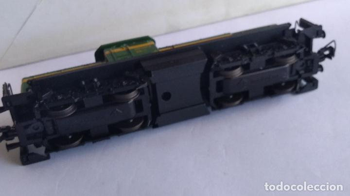 Trenes Escala: ROCO H0 LOCOMOTORA TRACTOR DE MANIOBRAS RENFE 305-040, EN CAJA. CON LUZ. FUNCIONA.CONTINUA - Foto 12 - 226135956