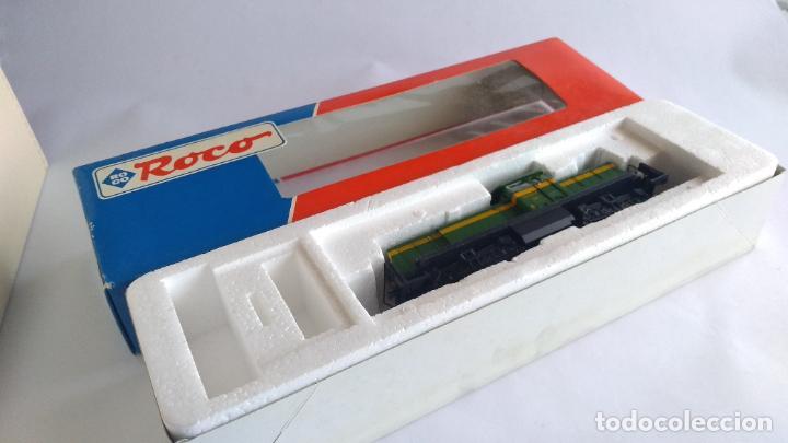 ROCO H0 LOCOMOTORA TRACTOR DE MANIOBRAS RENFE 305-040, EN CAJA. CON LUZ. FUNCIONA.CONTINUA (Juguetes - Trenes a Escala H0 - Roco H0)