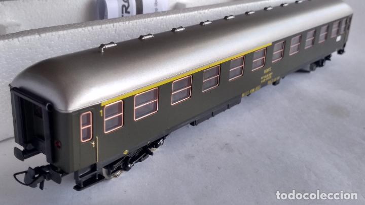Trenes Escala: ROCO H0 REF 45372, VAGÓN COCHE DE PASAJEROS RENFE 1ª-2ª. COMO NUEVO, EN CAJA - Foto 2 - 253919170