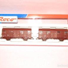 Trenes Escala: PAREJA DE VAGONES CERRADOS CON REJILLAS SUPERIORES RENFE EN ESC. *H0* REF. 44115 DE ROCO. Lote 271606503