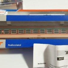 Trenes Escala: VAGÓN RENFE PASAJEROS 2ª CLASE ROCO PROFESSIONAL H0. NUEVO A ESTRENAR CON SU CAJA. REF.: 44277. Lote 278592128