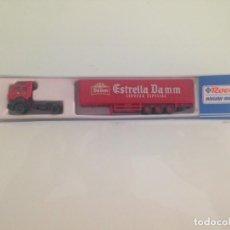 Trenes Escala: TREN, CAMION, TRAILER MERCEDES CERVEZA ESTRELLA DAMM, ROCO 2684, NUEVO A ESTRENAR. Lote 131339566