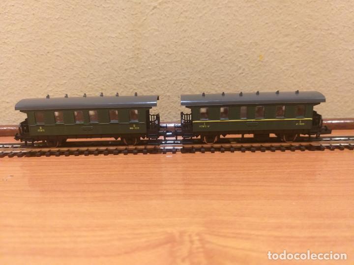 Trenes Escala: Pareja de coches de viajeros de 2 ejes. Antiguos. Marca ROCO. - Foto 8 - 289645488