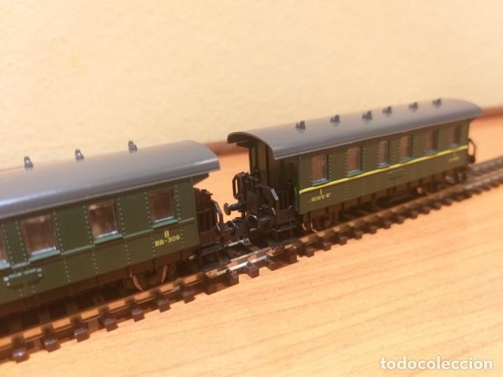 Trenes Escala: Pareja de coches de viajeros de 2 ejes. Antiguos. Marca ROCO. - Foto 10 - 289645488