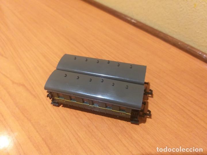 Trenes Escala: Pareja de coches de viajeros de 2 ejes. Antiguos. Marca ROCO. - Foto 13 - 289645488