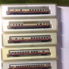 Trenes Escala: CONJUNTO DE 6 VAGONES PASAJEROS CON LUZ . Lote 108409675
