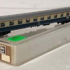 Trenes Escala: MARKLIN VAGÓN DE PASAJEROS 'COCHE 1ª BEIGE/AZUL DB TREN EXPRESO', REFERENCIA 8720 ESCALA Z. Lote 168675668