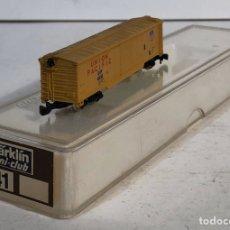 Trenes Escala: MARKLIN MINI CLUB VAGÓN MERCANCÍAS CERRADO USA BOGIES UNION PACIFIC 8641 ESCALA Z. NUEVO. Lote 193862988