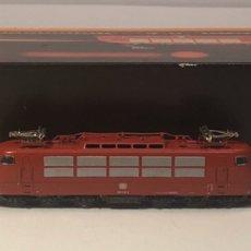 Trenes Escala: MARKLIN LOCOMOTORA ELÉCTRICA DB BR 103, CO'CO'. ROJA REFERENCIA 8867 ESCALA Z. Lote 226608235