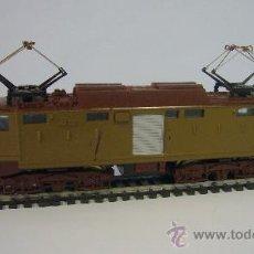 Trenes Escala: IBERTREN - LOCOMOTORA AÑOS 70 MARCA LIMA, FUNCIONA Y CON LUZ EN LA CABINA. Lote 32555150