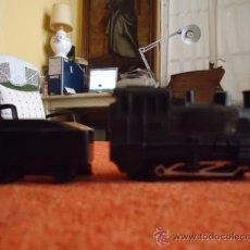 Trenes Escala: ANTIGUO TREN LOCOMOTORA 7178 Y VAGON DE CARBON, 8 X 4 Y 4,5 X 3 CM. Lote 36872972