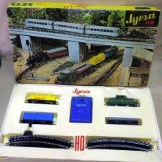 Trenes Escala: TREN ELECTRICO A PILA, LOCOMOTORA MANIOBRAS, Y 3 VAGONES, ESCALA H0, FABRICADO POR JYESA, Nº 1945. Lote 38532154