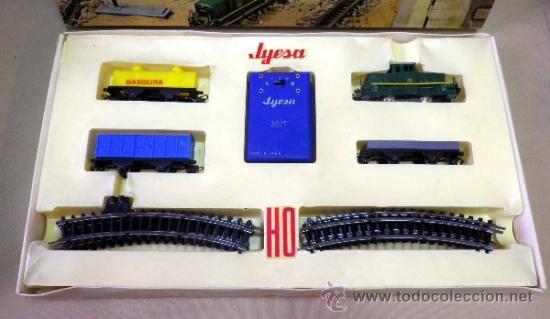 Trenes Escala: TREN ELECTRICO A PILA, LOCOMOTORA MANIOBRAS, Y 3 VAGONES, ESCALA H0, FABRICADO POR JYESA, Nº 1945 - Foto 3 - 38532154