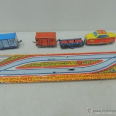Trenes Escala: CIRCUITO DE TRENES ,CON SU MAQUINA Y VAGONES ,LLAVE AÑO CIRCLA 1950 RUSO(FUNCIONA). Lote 56628159
