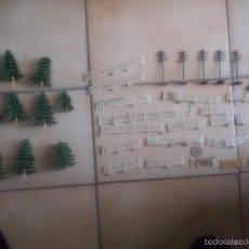 Trenes Escala: LOTE PIEZAS DECORACION MAQUETA DE TREN AÑOS 70. Lote 86008890