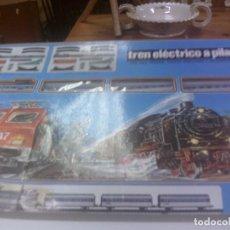Trenes Escala: ~~~~ TREN AÑOS 70 CON VARIOS VAGONES, FUNCIONA A PILAS ~~~~. Lote 71040193