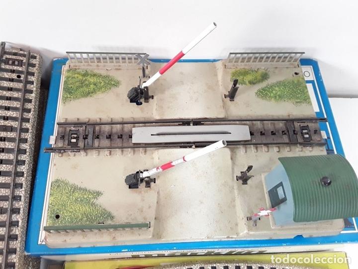 Trenes Escala: GRAN LOTE DE 235 VIAS MARKLIN Y ELECTROTEN. METAL. ESCALA H0. CIRCA 1960 (VER DESCRIPCION) - Foto 4 - 91430285