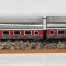 Trenes Escala: TREN ARTICULADO A PILAS. RESINA. VALTOY. ESPAÑA. CIRCA 1970.. Lote 68451941