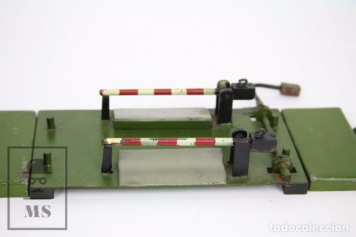 Trenes Escala: Antiguo Paso a Nivel de Metal para Maqueta de Tren - Años 40-50 - Medidas 18 x 13 x 4 cm - Foto 2 - 94859431