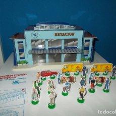 Trenes Escala: ESTACION TREN DESMONTABLE DE CARTON CON PERSONAJES TROQUELADOS. Lote 94988083