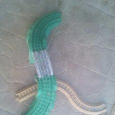 Trenes Escala: TREN FISHER PRICE VIAS Y TUNELES NO ESTA COMPLETO. Lote 95791015