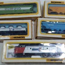 Trenes Escala: BACHMANN 4 VAGONES Y LOCOMOTORA EMD F9 DIESEL ANTRAK 0619 HO H0. Lote 96099015