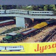 Trenes Escala: TREN JYESA CAJA H0 LOCOMOTORA Y TRES VAGONES AÑOS 70 CON INSTRUCCIONES Y CAJA. Lote 96237747