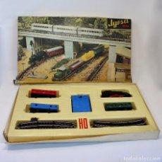 Trenes Escala: TREN ELECTRICO A PILA, LOCOMOTORA, Y 3 VAGONES, ESCALA H0, FABRICADO POR JYESA, 1942. Lote 101357779