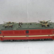 Trenes Escala: LOCOMOTORA ELÉCTRICA 211035-1 CORRIENTE CONTINUA - ESCALA H0. Lote 106694595