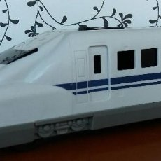 Trenes Escala: JUGUETE LOCOMOTORA TREN BALA JAPONÉS SHINKANSEN 700 -1999. ORIGINAL JAPAN.TOY BULLET TRAIN. SONIDOS. Lote 107315287