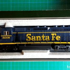 Trenes Escala: LOCOMOTORA KATO EMD SD40 AT & SANTA FE #5008 ESCALA H0. Lote 111069315