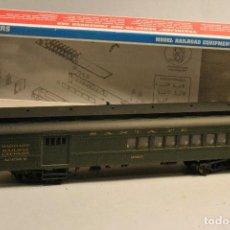 Trenes Escala: WALTHERS TRAINLINE. ESCALA H0. VAGÓN COMBI EQUIPAJE Y PASAJEROS SANTA FE. ENGANCHES AMERICANOS.. Lote 112350583