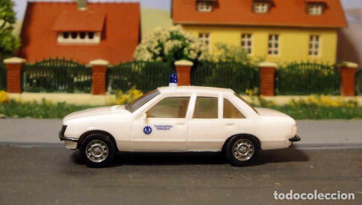 OPEL RECORD BERLINA 2.0E POLICÍA. DE HERPA (Juguetes - Trenes Escala H0 - Otros Trenes Escala H0)