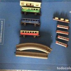 Trenes Escala: CONJUNTO DE ARTICULOS DE TREN ,VIAS, 2 TIPOS DE TRENES Y UNA MAQUETA ESTACION. Lote 112963639