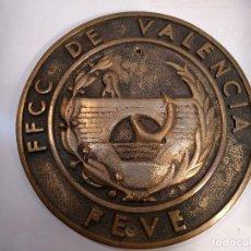Trenes Escala: ANTIGUA PLACA FERROVIARIA DE LOS FERROCARRILES DE VÍA ESTRECHA DE VALENCIA – FEVE -. Lote 117382563