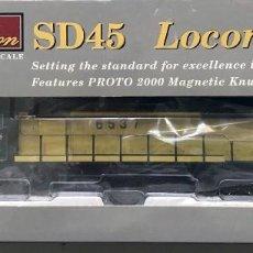 Trenes Escala: LOCOMOTORA PROTO 2000 SERIES SD 45 CHICAGO & NORTH WESTERN NO. 6537 ESCALA H0 (NUEVA). Lote 118222915