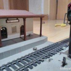 Trenes Escala: MAQUETA DE ESTACIÓN H0 CON SEMÁFORO. Lote 124436843
