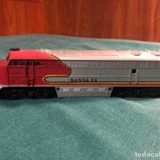Trenes Escala: LOCOMOTORA HO SCALE AHM SANTA FE 5028. Lote 134076834
