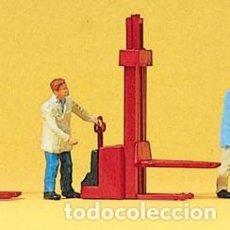 Trenes Escala: PREISER KIT CARRETILLA ELEVADORA ROJA ESCALA 1/87 H0 (P134). Lote 152057277