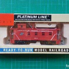 Trenes Escala: WALTHERS PLATINUM LINE CHICAGO & NORTH WESTERN 30' CABOOSE (VAGÓN DE COLA). Lote 135386190