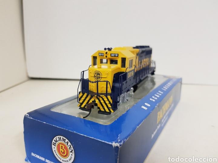 Trenes Escala: Locomotora Bachmann 63510 Alaska diésel escala H0 corriente continua azul y amarilla 20CMS - Foto 5 - 137521141