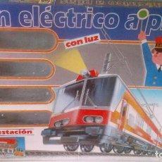 Trenes Escala: TREN ELECTRICO A PILAS PEQUETREN DE 'SEINSA' COMPLETO Y EN SU CAJA ORIGINAL. EN PERFECTO ESTADO. Lote 140463118