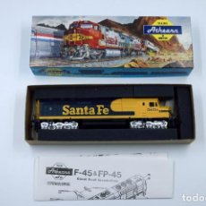Trenes Escala: LOCOMOTORA ATHEARN SANTA FE MADE IN USA AÑOS 90 NUEVA SIN USAR ESCALA HO. Lote 140873806