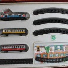 Trenes Escala: PEQUE TREN ELECTRICO A PILAS, FABRICADO POR SEINSA ALICANTE. Lote 143078630