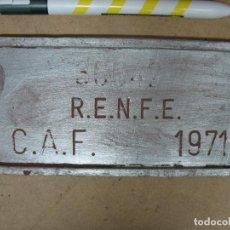 Trenes Escala: PLACA REAL RENFE CAF 1971. Lote 143148790