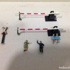 Trenes Escala: TREN,BARRERAS PASO A NIVEL,1 SEÑAL DE PASO A NIVEL, 3 FIGURAS. Lote 144023946