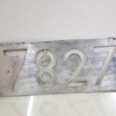 Trenes Escala: PLACA FERROVIARIA 7827 METALLICA REAL MEDIDAS 44 X 19 CM PARTE TRASERA DORADA. Lote 151088117