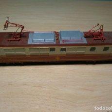 Trenes Escala: LOCOMOTORA VITRAINS 250 RENFE COLORES ESTRELLA ESCALA HO. Lote 151986366