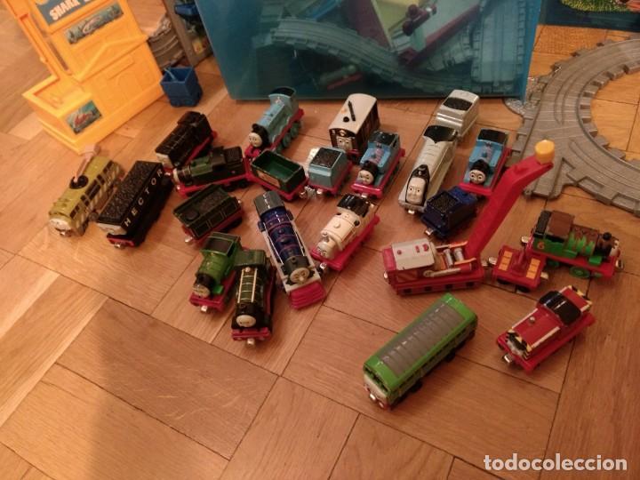 Trenes Escala: Super lote del Tren Thomas: estaciones, trenes, vías, puentes, etc - Foto 2 - 152288198