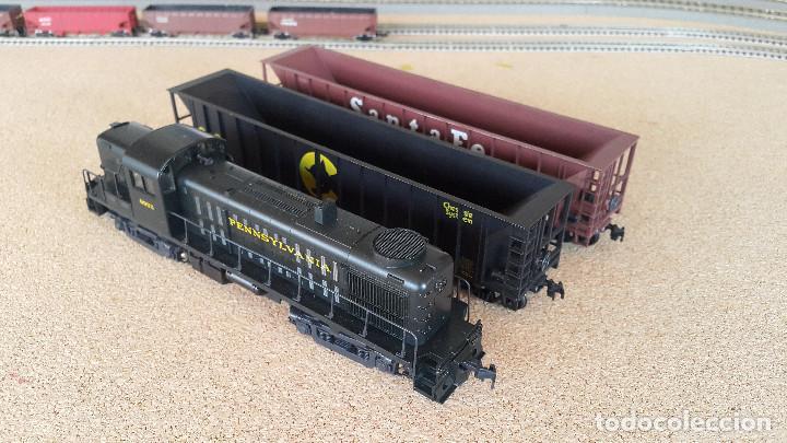 LOCOMOTORA KATO RS-1 PENNSYLVANIA Y 2 HOPPERS ATHEARN ESCALA H0 (Juguetes - Trenes Escala H0 - Otros Trenes Escala H0)